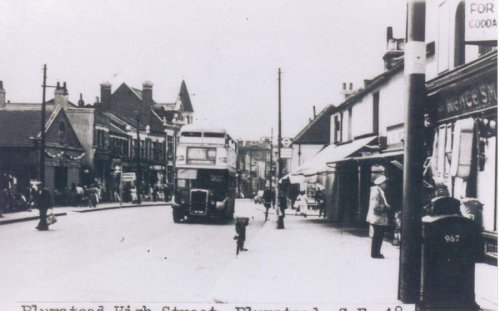 Early                             Bus in Plumstead High Street (c. 1950's.)