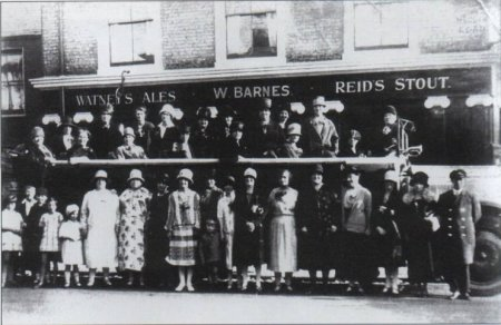 Cha-a'-banc outing, Prince Albert Pub,                             Ragland Street, 1920's. Photo: Clare                             Crawford.