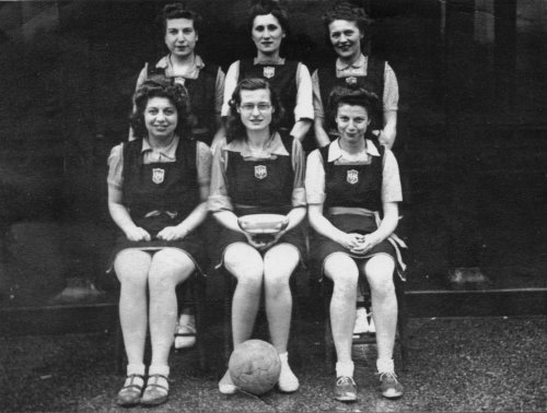 Harvey's Ladies Basketball Team 1947.                             Photo: Alan Bristow